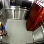 エレベーター内で死体と二人っきり